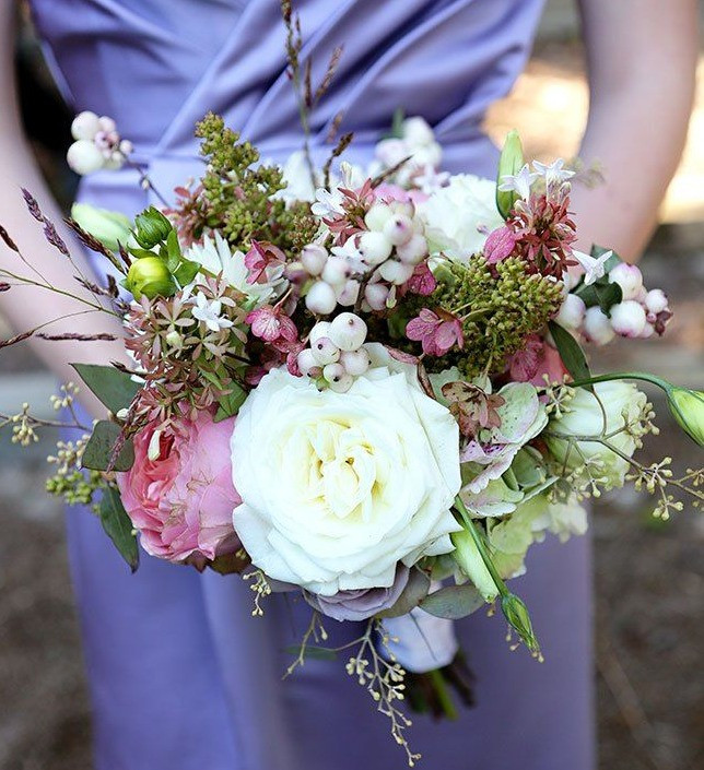 Autumn/Winter bouquet with seeded eucalyptus and snowberries. Image taken from Pinterest