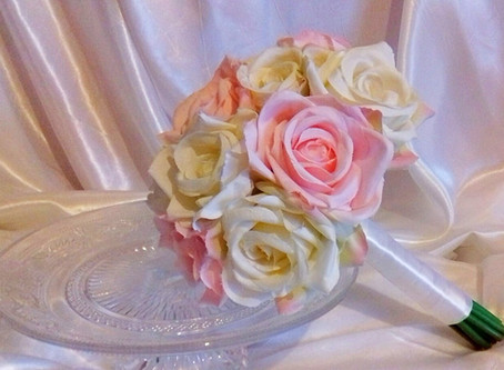 PLANNING YOUR WEDDING FLOWERS - Choosing The Right Bouquet
