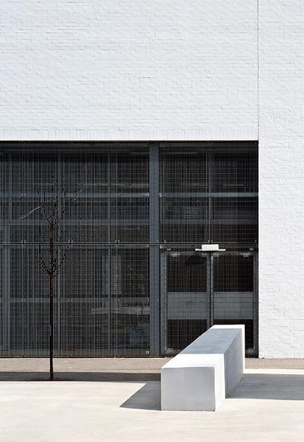 orsogril concrete esw edinburgh sculpture workshop bench screen metal grille brick white terrace tree