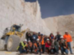 Un estupendo grupo de blogueros en la cantera de mármol de Monte Coto en Pinoso (Alicante)