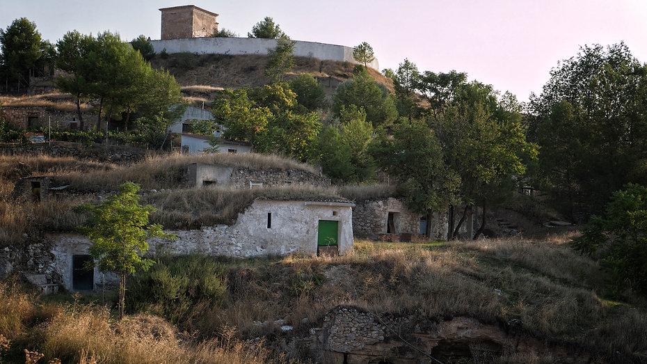 Cuevas del Vallejo, cuevas del vino, en Horcajada de la Torre (Cuenca) de orígen árabe.