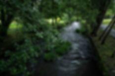 El río Maceda o Sor a su paso por Maceda (Orense, Galicia, España) es un encanto para fotografiar a lo largo de su paseo fluvial. Photoperiplo estuvo allí porque nos gusta viajar y fotografiar.