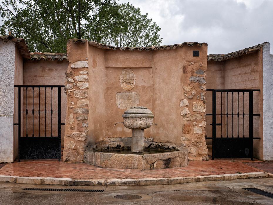 Fuente en la plaza del Ayuntamiento de Buenache de Alarcón...
