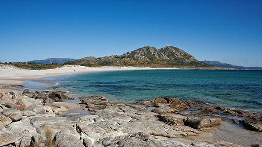 Vista de la playa de Area Maior en Louro, Muros (A Coruña), que nos lleva hasta el mítico Monte Louro