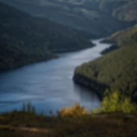 Separadas por el Embalse de Salime se encuentran las aldeas de Entralgo y Ernes en Negueira de Muñiz en Lugo (Galicia) lugares interesantes si te gusta viajar para fotografiar. Photoperiplo estuvo allí, nos acompañas?