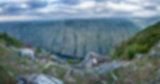 Ven a Parada de Sil, asómate... volverás. Este concello situado en la provincia de Orense (Galicia, España) se asoma a la Ribeira Sacra en un entorno privilegiado a orillas del encañonado río Sil. Imagen de Photoperiplo porque nos encanta viajar y fotografiar desde el mirador de los Balcones de Madrid o de Os Torgás
