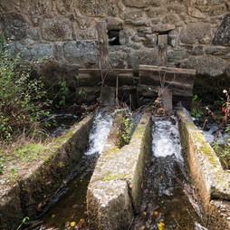 Molino da Ponte en el río Mendo...