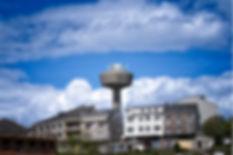 A Fonsagrada en Lugo, bate tres récords: es el municipio situado a más altitud, posee el mayor témino muncipal y en él se encuentra la cascada (seimeira) más alta... todos ellos de Galicia, en España.