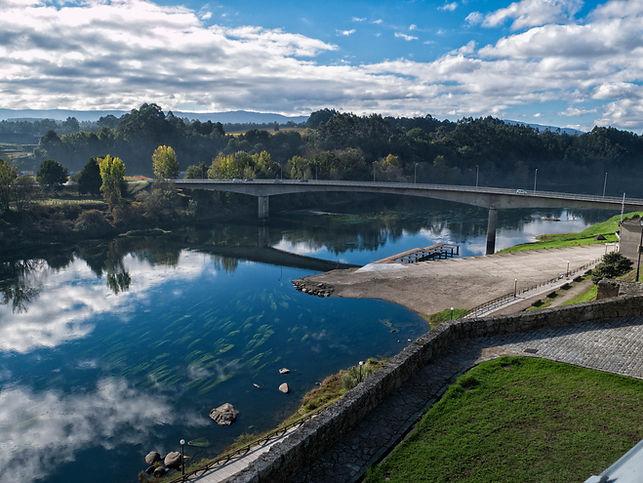 Salvaterra de Miño en Pontevedra (Galicia) España, es un jardín que se asoma al río Miño. Photoperiplo, que nos encanta viajar para fotografiar estuvo allí en otoño.
