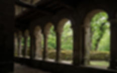 Claustro de esta joya del románico gallego que es el Mosteiro de Santa Cristina de Ribas de Sil en plena Ribera Sacra, concretamente en el concello de Parada de Sil (Ourense, Galicia, España) Imagen de Photoperiplo