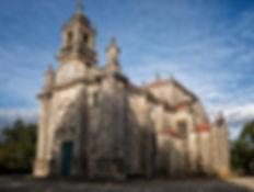 Impresionante iglesia parroquial de San Xoán (San Juan) en Fornelos, Salvaterra de Miño, Pontevedra, Galicia. Photoperiplo estuvo haciendo fotos por el exterior pero también en su interior. Si te gusta fotografiar y viajar, recuerda hazlo con Photoperiplo.