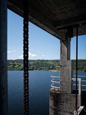 Vista desde la presa del embalse de Edrada aguas arriba del río Mao en Parada de Sil (Orense, Galicia, España). Imagen de Photoperiplo.