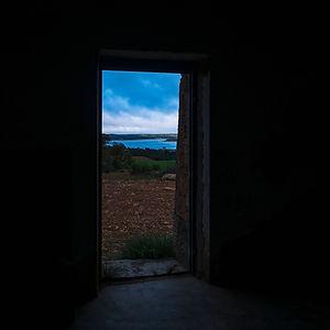 Desde el interior de la torre número 17 del Telégrafo de la Línea 2 a su paso por Olmedilla de Alarcón (Cuenca) desde la que se ve el pantano de Alarcón. Photoperiplo estuvo allí fotografiando...