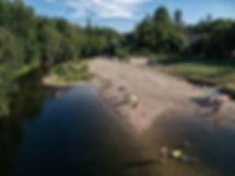 Vista de la playa fluvial de Las Partidas en Ponteareas (Pontevedra) desde el puente del mismo nombre. Un buen lugar para viajar y fotografiar como hizo Photoperiplo