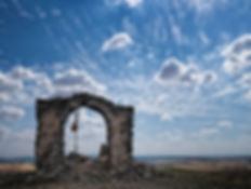Photoperiplo estuvo en el Pinguruzo de Saelices, desde la ermita en ruinas hacia el sur se ve Saelices, Cuenca, (Castilla La Mancha, España) y todo el valle hacia el río Cigüela y la ciudad romana de Segóbriga, nos encanta viajar y fotografiar, nos acompañas?