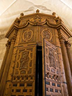 Contrapuerta de la puerta principal de la iglesia...