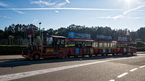 Desde Salvaterra de Miño (Pontevedra) y de la mano de Salvaturismo Galicia podremos dar un paseo en este Tren Turístico cruzando hasta la vecina Monçao ya en Portugal... Fotos de Photoperiplo.