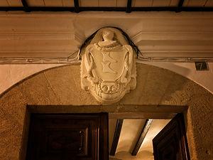 Escudo señorial de la Casa de los Abargues en Benissa, Marina Alta (Alicante) España. Foto de Photoperiplo
