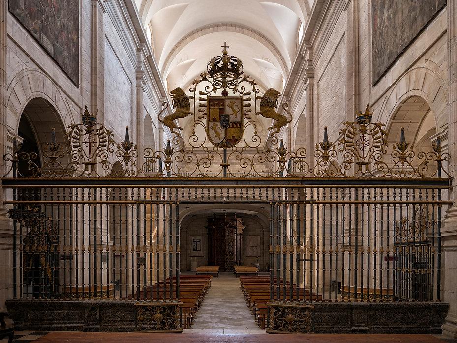 Vista general desde el altar de la iglesia del Monasterio de Uclés (Cuenca), en primer plano la reja. Fotografia de Photoperiplo...