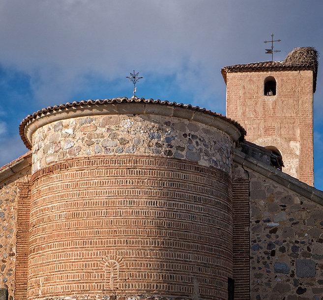 Interesante ábside mudéjar de la iglesia de la Asunción en Vega de Santa María único en la provincia de Ávila. Fotografía de Photoperiplo