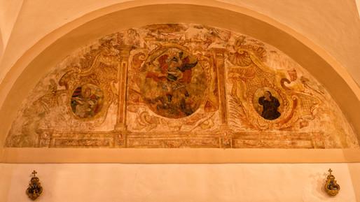No hace mucho se descubrieron unas pinturas inéditas tras una restauración...así como unas hornacinas desconocidas...