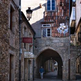 En cualquier rincón se aprecia el estilo gótico y aquellos escudos que evidencian nobleza