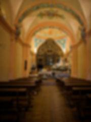 Interior de la ermita de la Virgen de los Remedios en Horcajada de la Torre (Cuenca).