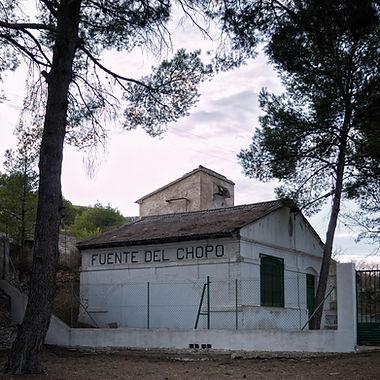 En el Santuario de las Virtudes de Villena (Alicante) se encuentra la Fuente del Chopo principal aporte de agua dulce a la desecada Laguna de Villena. Photoperiplo estuvo allí.