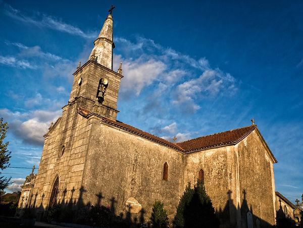 Iglesia parroquial de Santa Marina y cementerio de Pesqueiras en Salvaterra de Miño (Pontevedra) Galicia. Photoperiplo, viajar y fotografiar estuvo allí, nos acompañas.