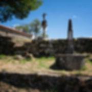 Sobre el Castro de Troña se encuentra la ermita del Dulce Nombre de Jesús donde destacan además el Vía Crucis y los cruceiros, Todo ello en Ponteareas (Pontevedra) Galicia. Si te encanta viajar para fotografiar, Photoperiplo te lo aconseja, ven a Ponteareas.
