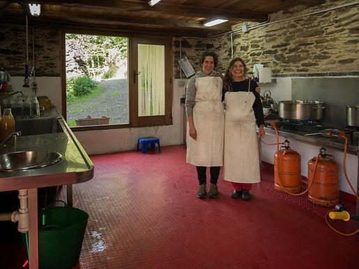 En Ernes, pequeña aldea de Negueira de Muñiz en Lugo, regentan la cooperativa Ribeira do Navia dedicada a la  producción ecológica de frutas.