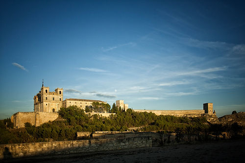 Como lo nuestro es viajar para fotografiar, Photoperiplo estuvo en el Monasterio de Uclés (Cuenca) hospedado para hacer un buen número de fotos de este imponente monasterio y de la villa de Uclés.