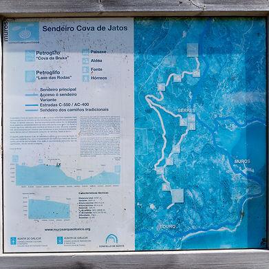 El sendeiro (sendero) de Jatos nos lleva de unos petroglifos a otros, de Laxe das Rodas a Cova da Bruxa en Louro y Serres respectivamente en Muros (A Coruña)