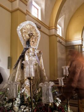 La Virgen de la Estrella preparada para su bajada dado el día que aconteció de viento y lluvia...