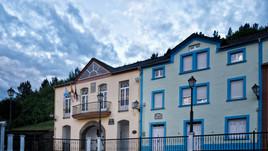 Fachada y balcón del Concello de Negueira de Muñiz
