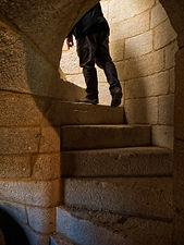 Escalera de caracol de doble hélice única en Galicia que comunica las Cuevas de Dª Urraca en el Castillo de Salvaterra de Miño (Pontevedra)