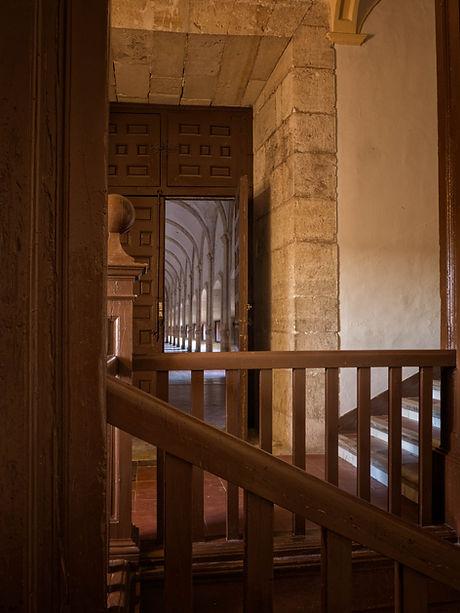 Las escaleras siempr tienen su encanto y más las del Monasterio de Uclés (Cuenca). Photoperiplo simepre intenta fotografiar cualquier escalera, siempre dan buen juego compositivo.