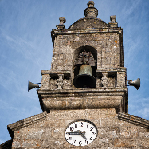 Campanario de la iglñesia de San Xoán en Fornelos...