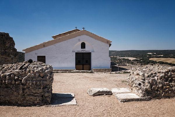 Fotografía de Photoperiplo de la ermita de la Virgen de los Remedios, patrona de Saelices, situada en el Cerro de Cabeza de Griego en Segóbriga (Cuenca)