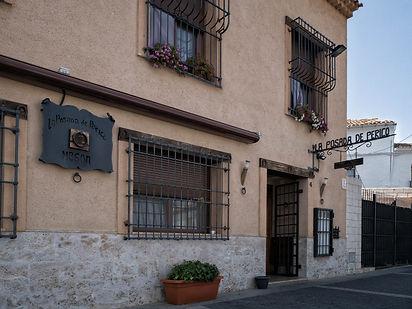 Muy cerca del Monasterio de Uclés (Cuenca) está la Posada de Perico un buen sitio para tapear y comer. Photoperiplo estuvo allí disfrutando de los mejores productos de la tierra con muy buena relación calidad precio.