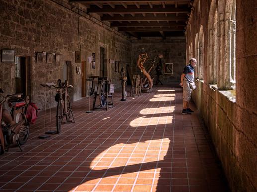 Vista de la exposición permanente de Florencio de Arboiro... y colección de piedras de afilar de distintas épocas.