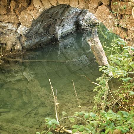 En este punto del PR-CU 63 nos encontramos conun puente romano sobre el río Cigüela de la calzada romana que unía Cartagena con Alcalá de Henares. Mira estás fotos que hizo Photoperiplo allí.