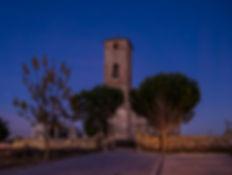 En Vega de Santa María en la provincia de Ávila (España) destaca la iglesia parroquial de Nuestra Señora de la Asunción de estilo mudéjar. La hora azul captada por Photoperiplo que nos encanta viajar para fotografiar.