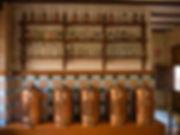Utensilios de una destilería de principios de siglo XX en La Font de la Figuera
