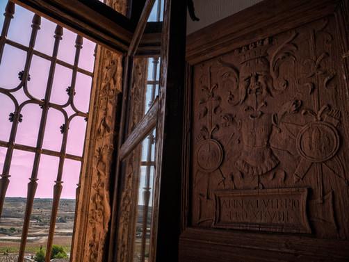 Merece la pena asomarse a estas ventanas y admirar su decoración...