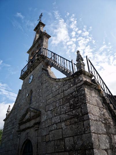Iglesia de San Salvador en Loña do Monte...
