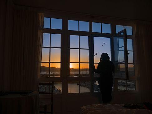 Desde cuaquier hotel de la Avenida Castelao de Muros (A Coruña) los amaneceres son preciosos con unas vistas inmejorables a la ría de Muros Noia