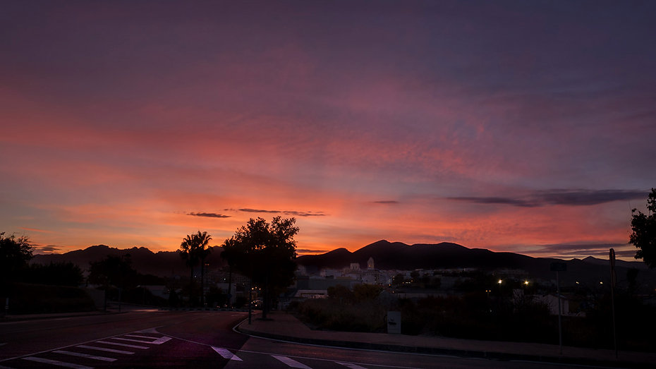Si los amaneceres son increíbles, no hay que descartar los atardeceres sobre Benissa, Marina Alta (Alicante) España. Photoperiplo estuvo allí viajando y fotografiando.