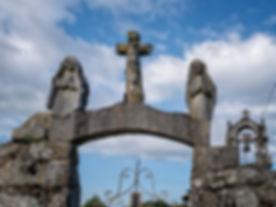 Pequeña pero encantadoraErmita de San Brais de Requián en Parada de Sil (Ourense, Galicia, España) en la que destacan unas pequeñasestatuas posiblemente deorigen románico. Imagen de Photoperiplo