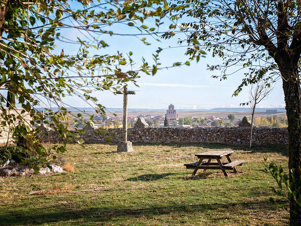 Desde la Iglesia de la Asunción en Vega de Santa María (Ávila) se ve la vecina Velayos. Por allí estuvo Photoperiplo...